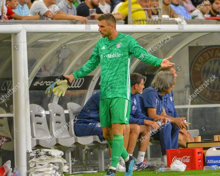 Bayern goalkeeper, Sven Ulreich (26), returns to the bench and reacts after receiving a red card and being throw out of the game, during the International Champions Cup match between Real Madrid and FC Bayern, at NRG Stadium in Houston, TX. FC Bayern defeated Real Madrid, 3-1. Mandatory Credit: Kevin Langley/Sports South Media/CSM