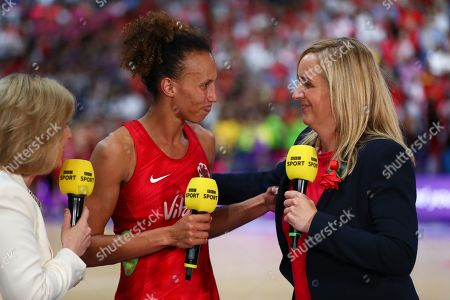Serena Guthrie of England and Head coach of England, Tracey Neville.