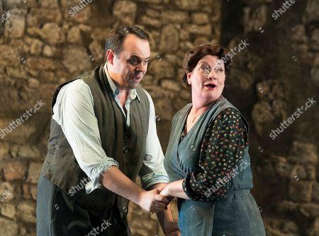 Samuel Sakker as Federico, Yvonne Howard as Rosa,