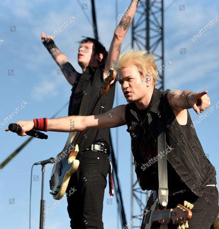 Sum 41 - Deryck Whibley and Jason McCaslin