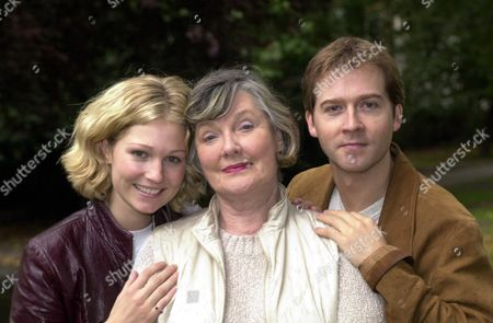 Stock Image of Actors (l-r) Emma Ferguson Barbara Murray And Stash Kirkbridge The Trio Are Appearing Together In Ring Round The Moon At The Kings Head In Islington London.