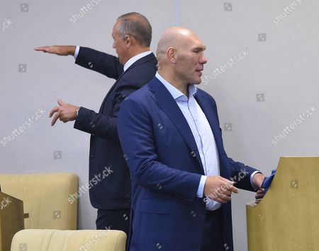 First Deputy Chairman of the State Duma Committee for Ecology and Environmental Protection Nikolai Valuev, right.