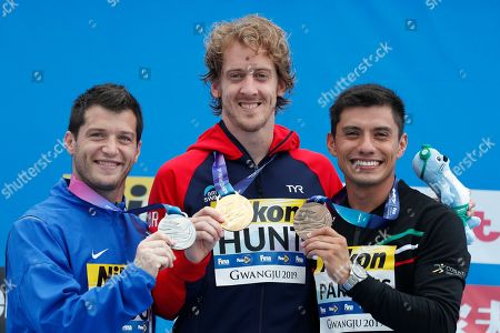 Silver medalist Steve Bue Lo of the USA (L) Gold medalist Gary Hunt of Britian (C) and Bronze medalist Jonathan Paredes of Mexico (R) pose for photos during a medal ceremony for the Men's High Dive at the FINA Swimming World Championships 2019 in Gwangju, South Korea, 24 July 2019.