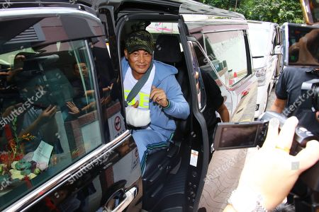 Simon Yam, who was attacked by a man in Guangdong, left hospital after four days treatment