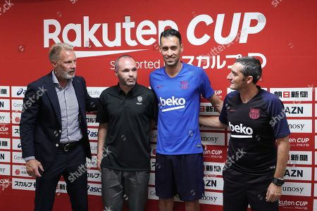 Andres Iniesta, Sergio Busquets, Ernesto Valverde, Thorsten Fink. Vissel Kobe's head coach Thorsten Fink, left, Vissel Kobe's Andres Iniesta, second left, FC Barcelona's Sergio Busquets, second right and FC Barcelona's head coach Ernesto Valverde pose for the media during their pre-match press conference at Noevir Stadium in Kobe, western Japan . FC Barcelona and Japan's Vissel Kobe will meet at a friendly soccer match on July 27