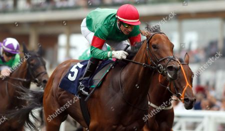 TEXTING (Gerald Mosse) wins The Sarah Chandler October Club Supporting SIA Fillies Handicap Ascot