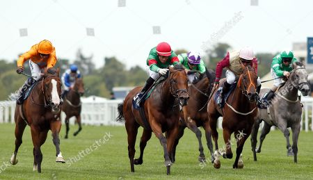 TEXTING (Gerald Mosse) beats PINK FLAMINGO (left) and THREE LITTLE BIRDS (right) in The Sarah Chandler October Club Supporting SIA Fillies Handicap Ascot