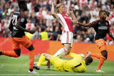 Kasper Dolberg (M) from Ajax Amsterdam scores the 1-0 against PSV Eindhoven in Amsterdam, The Netherlands, 27 July 2019. Ajax and PSV compete in the Arena for the Johan Cruijff Scale.