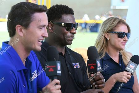 """Rhett Lewis, LaDainian Tomlinson, Jane Slater. Rhett Lewis, left, LaDainian Tomlinson and Jane Slater broadcast for """"Inside Training Camp Live"""" on the NFL network from the Dallas Cowboys' training camp in Oxnard, Calif"""