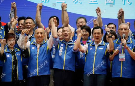Wu Po-hsiung, Ma Ying-jeou, Han Kuo-yu. Flanked by former party chairman Wu Po-hsiung, second from left, and former President Ma Ying-jeou, second from right, Kaohsiung city mayor and presidential candidate of Taiwan''s Nationalist Party(KMT) in the 2020 elections, Han Kuo-yu, center, raises their arms in celebration during a party congress in New Taipei City, Taiwan
