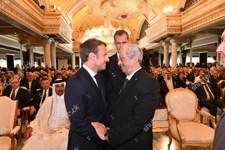 French President Emmanuel Macron (L) speaks with interim Tunisian President Mohamed Ennaceur (R)during the state funeral of late Tunisian president Beji Caid Essebsi at the presidential palace