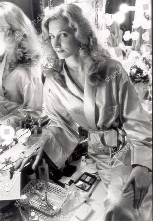 Actress Joely Richardson Daughter Of Vanessa Redgrave At The Lyric Theatre Shaftesbury Avenue In Her Dressing Room At Her First West End Show. She Plays Sweet Silly Shelby In Steel Magnolias. Pkt3384 - 251934