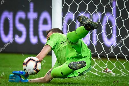Goalkeeper Franco Armani of Argentina's River Plate blocks a penalty kick during a Copa Libertadores soccer match against Brazil's Cruzeiro, in Belo Horizonte, Brazil