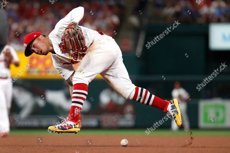 St. Louis Cardinals second baseman Kolten Wong is unable to get a handle on a grounder hit for a single by Chicago Cubs' Jason Heyward during the seventh inning of a baseball game, in St. Louis
