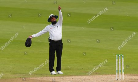 Umpire Aleem Dar points to the Spidercam as it was in the batsmans line of sight