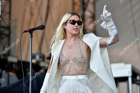 """EDS NOTE: NUDITY Natalie Bergman of Wild Belle performs an opening act during """"The Night Running Tour"""" at the Huntington Bank Pavilion, in Chicago"""