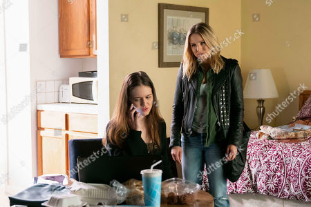 Izabela Vidovic as Matty Ross and Kristen Bell as Veronica Mars