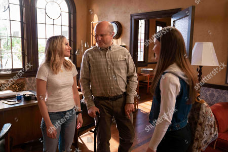 Stock Picture of Kristen Bell as Veronica Mars, Enrico Colantoni as Keith Mars and Izabela Vidovic as Matty Ross