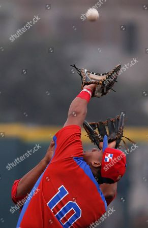 Dominican Republic's first baseman Miguel Gomez catches a fly ball during a baseball game against Puerto Rico at the Pan American Games in Lima, Peru