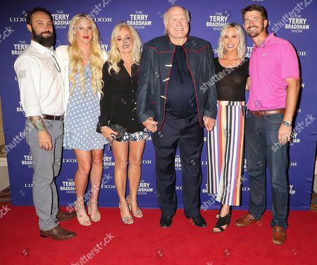 Noah Hester, Lacey Hester, Tammy Bradshaw, Terry Bradshaw, Rachel Bradshaw and Dustin Hughes