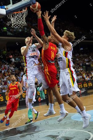 Spain's national basketball team player Willy Hernangomez (2-R) tries to basket between Martynas Echodas (3-R) and Mindaugas Kuzminskas (R), both of Lithuania, during the friendly match between Spain and Lithuania played at Navarra Arena pavilion in Pamplona, Spain, 02 August 2018, upcoming next China's Basketball World Cup 2019.