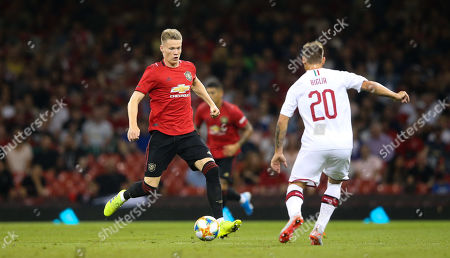 Scott McTominay of Manchester United takes on Lucas Biglia of A.C. Milan