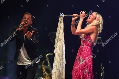 Stock Photo of James Morrison and Joss Stone