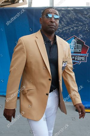 Former NFL player Cris Carter is introduced before the during the induction ceremony at the Pro Football Hall of Fame, in Canton, Ohio