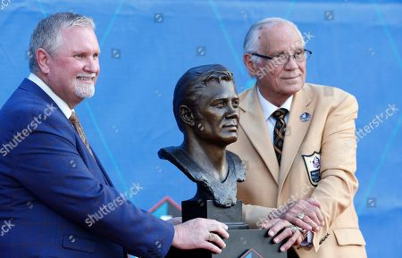 Former NFL player Johnny Robinson, right, poses with this presenter, Bob Thompson, during the induction ceremony at the Pro Football Hall of Fame, in Canton, Ohio