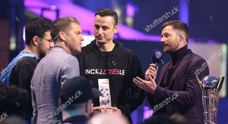 Stock Image of Dimitar Berbatov presents last year's champion Msdossary (ALDOSSARY, MOSAAD - L) with the player of the tournament award