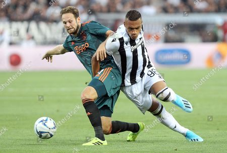 Leo Jaba (R) of PAOK fights for the ball with of Daley Blind of Ajax (L) during the UEFA Champions League third qualifying round first leg soccer match between PAOK FC and Ajax in Thessaloniki, northern Greece, 06 August 2019.