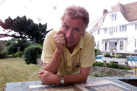 Max Bygraves Pictured At His Bournemouth Home. 27.8.02  Features Special .