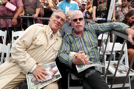 Stock Picture of Elliott Gould, Ron Perlman