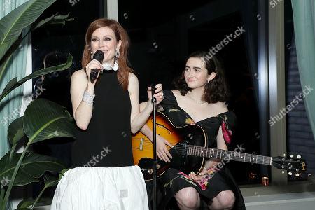 Julianne Moore, Abby Quinn