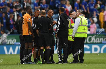 Referee Andre Marriner shakes hands with Nuno Espirito Santo manager of Wolverhampton Wanderers at full time
