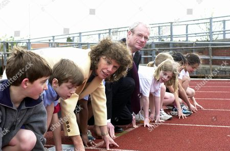 Sports Minister Kate Hoey And Culture Secretary Chris Smith Now Baron Smith Of Finsbury Are Joined By Children From Earlham School At The Launch Of The Government's Sports Strategy 'a Sporting Future For All' At The New River Sports Centre Picketts Lock Edmonton North London.