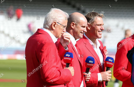 Andrew Strauss (centre) withj David Gower & Shane Warne - dressed in red for the  Ruth Strauss Foundation