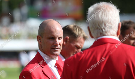 Andrew Strauss with David Gower (R) - dressed in red for the  Ruth Strauss Foundation