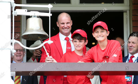 Andrew Strauss rings the five minute bell at Lord's dressed in red with his sons Sam and Luca in honour of his wife Ruth and the Ruth Strauss Foundation.
