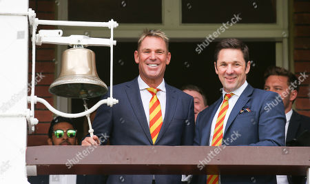 Shane Warne rings the 5 minute bell at Lord's