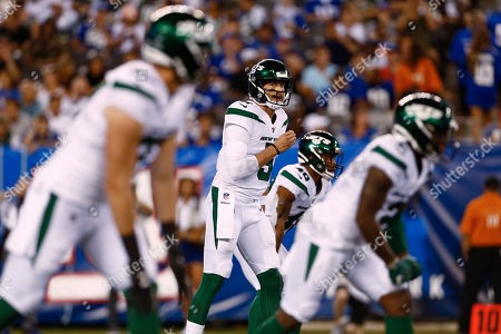 New York Jets quarterback Davis Webb, center, during the second half of a preseason NFL football game against the New York Giants, in East Rutherford, N.J
