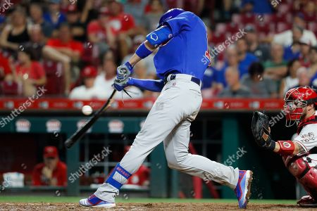 Chicago Cubs' Kris Bryant hits a two-run single, breaking his bat, off Cincinnati Reds relief pitcher David Hernandez during the seventh inning of a baseball game, in Cincinnati