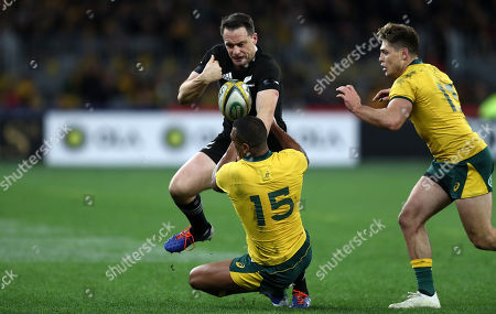 Ben Smith of the All Blacks looses the ball under a tackle from Kurtley Beale of the Wallabies