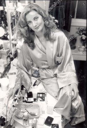 Actress Joely Richardson Daughter Of Vanessa Redgrave At The Lyric Theatre Shaftesbury Avenue In Her Dressing Room At Her First West End Show. She Plays Sweet Silly Shelby In Steel Magnolias. Pkt3384 - 251935