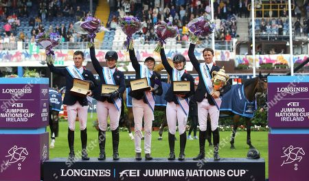 Great Britain's Scott Brash, Holly Smith, Di Lampard (chef d'Equipe), Emily Moffitt and Ben Maher celebrate winning the Aga Khan Trophy