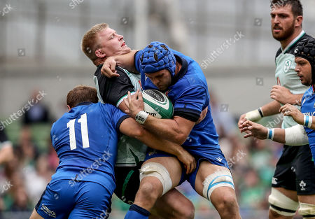 Ireland vs Italy. Ireland's John Hayes and Italy's Dean Budd grapple for the ball