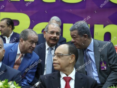 Dominican President Danilo Medina (C) talks with former President Leonel Fernandez (R) and Reinaldo Pared Perez (L) members of the Central Committee of the Dominican Liberation Party (PLD) during a meeting, in Santo Domingo, Dominican Republic, 10 August 2019, to chose the precandidates for the primaries on 06 October ahead of the Presidential elections.