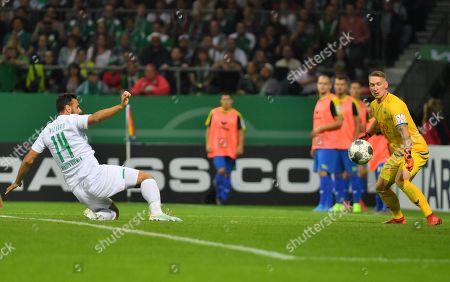Bremen's Claudio Pizarro (L) scores against Delmenhorst's keeper Florian Urbainski (R) during the German DFB Cup 1st round match between Atlas Delmenhorst and SV Werder Bremen in Bremen, Germany, 10 August 2019.
