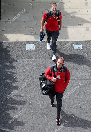Alun Wyn Jones an Jonathan Davies arrive at Twickenham.