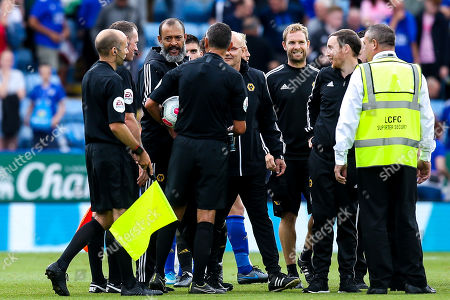 Wolverhampton Wanderers manager Nuno speaks to referee Andre Marriner and his linesman at full time